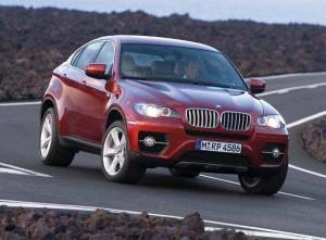 Dank seines neuen Fahrwerks, liegt der BMW X6 wie ein Brett auf der Straße